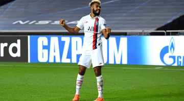 Eric Choupo-Moting comemorando gol com a camisa do PSG - GettyImages