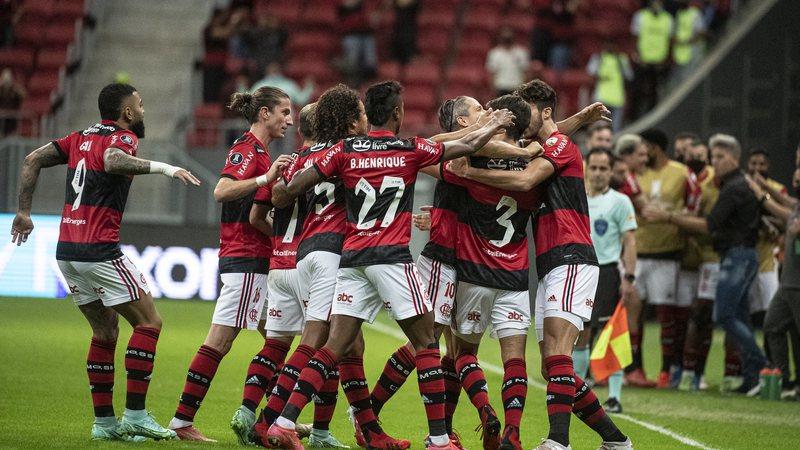 Sportbuzz · Com dois de Vitinho, Flamengo goleia Defensa y Justicia e avança  às quartas da Libertadores