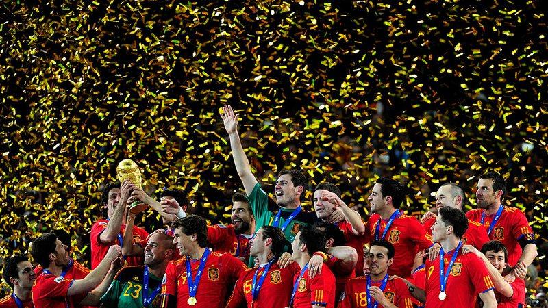 Geração espanhola, que encantou o mundo, dá seus último passos no futebol - SportBuzz