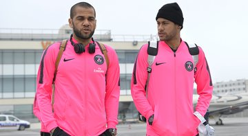 Daniel Alves e Neymar Jr - GettyImages
