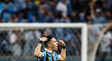 Pepê comemora o gol de empate do Grêmio - Getty Images