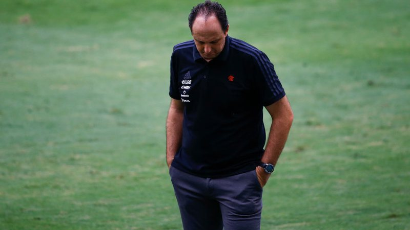 Rogério Ceni vive dilema no comando do Flamengo