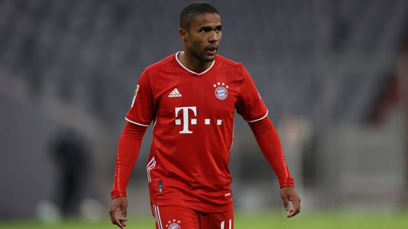 Douglas Costa é papa-títulos do Bayern de Munique