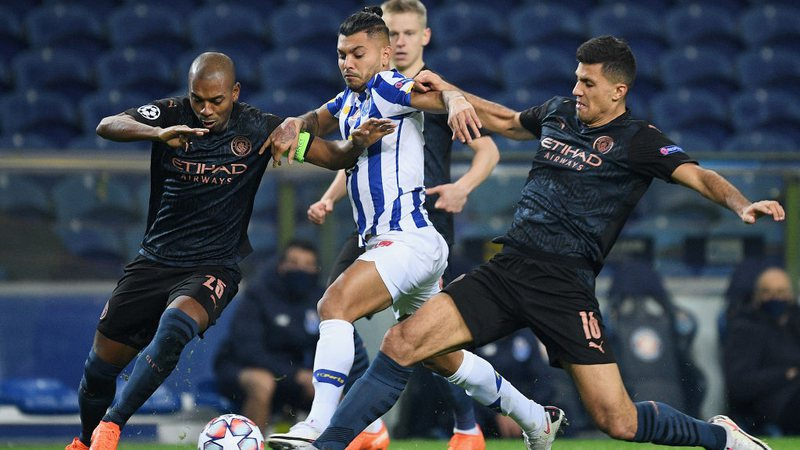 Manchester City e Porto se classificam com empate