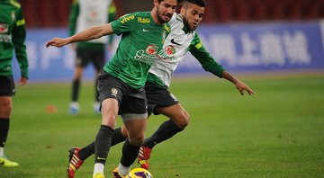 None - Alexandre Pato e Daniel Alves (Crédito: Getty Images)