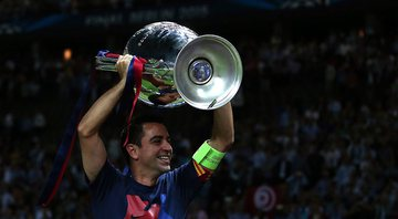 Xavi levantando a taça da Uefa Champions League - GettyImages