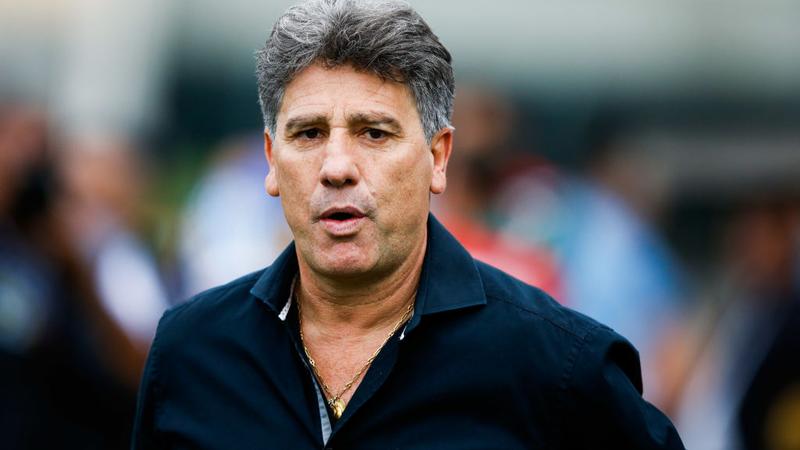 """Sportbuzz · Após ser flagrado na praia, Renato Gaúcho minimiza quebra da  quarentena e diz que volta ou Grêmio quando for chamado: """"Não tenho função"""""""